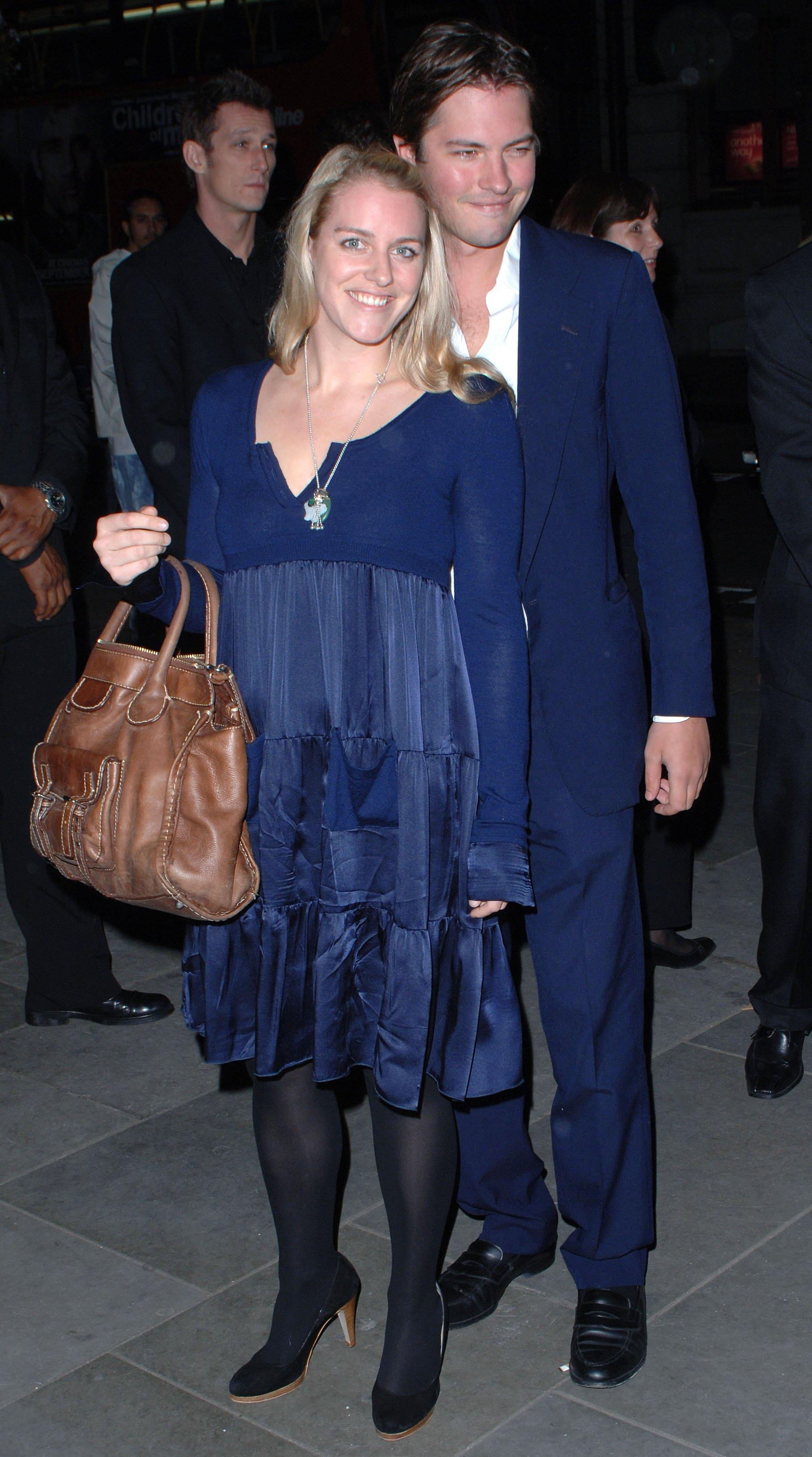 Лора страни от публичния живот. Тя управлява различни галерии в Лондон. Омъжена е за счетоводител на име Хари Лоупес. Двамата имат три деца.