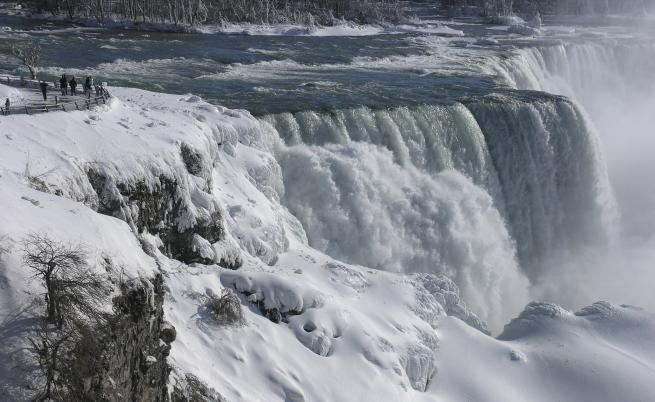 Водите на Ниагара замръзнаха