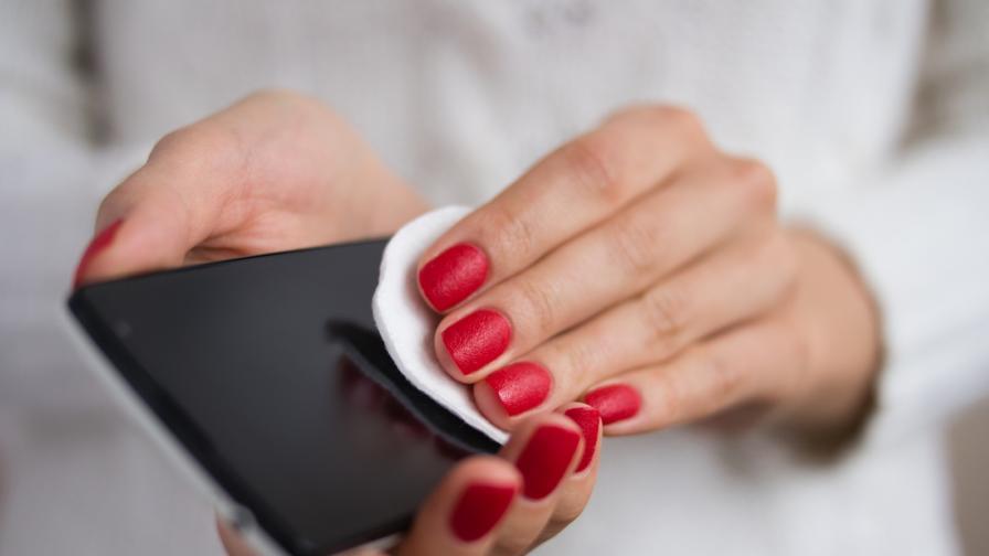 Как да почистим телефона и слушалките си