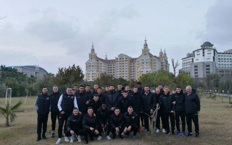 Лошо време посрещна Локомотив Пловдив в Турция