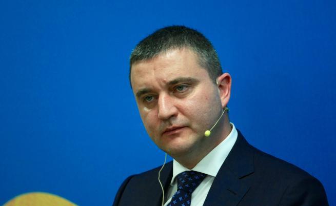 Горанов отговори на Радев, приемаме еврото най-рано 2022 г.