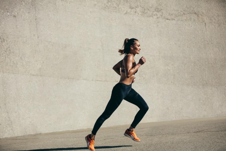 спринт жена тичане