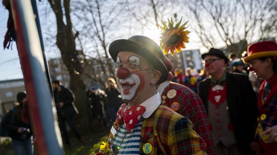 <p>Защо <strong>десетки клоуни</strong> се събраха в Лондон</p>
