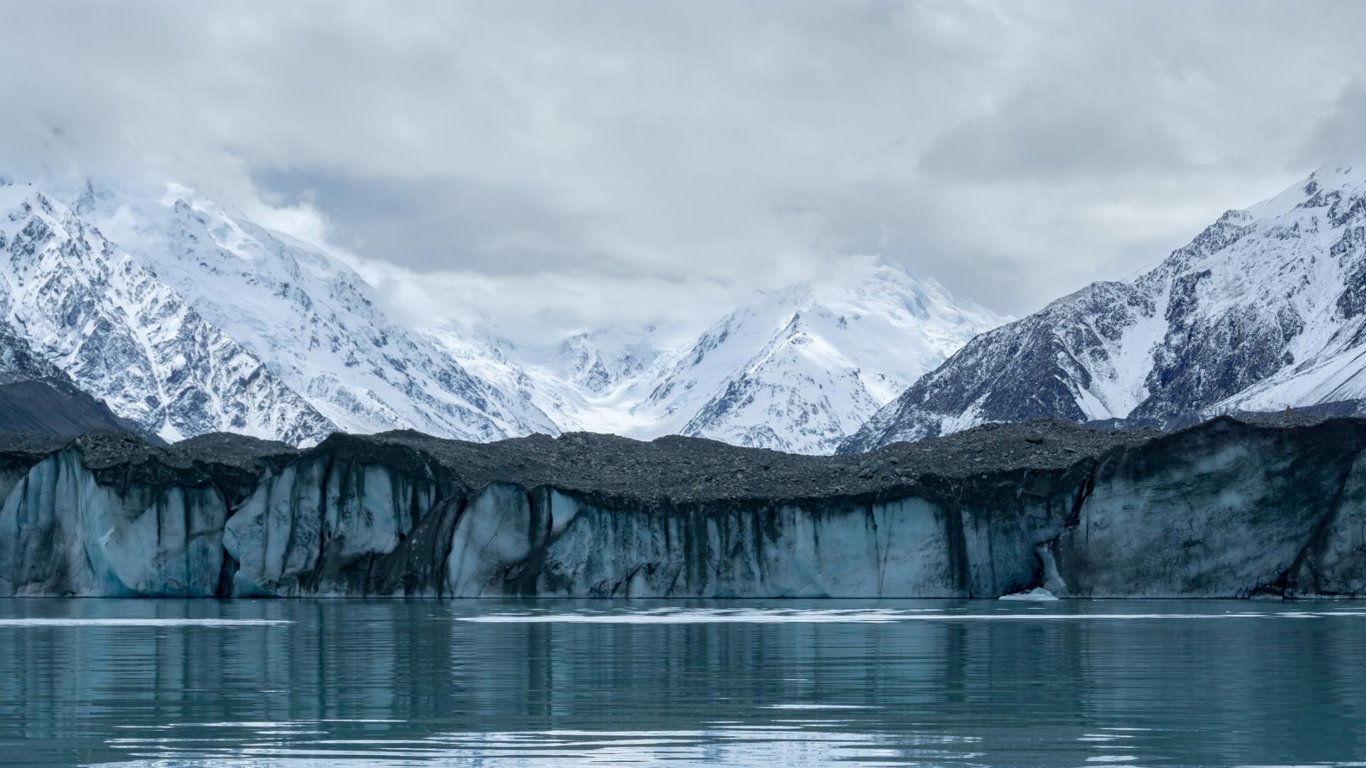Най-големият ледник в Нова Зеландия се разпада
