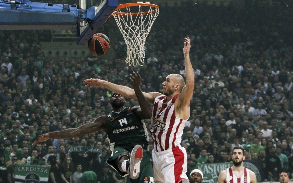Грандиозен скандал на гръцкото дерби, Олимпиакос на Везенков отказа да доиграе мача