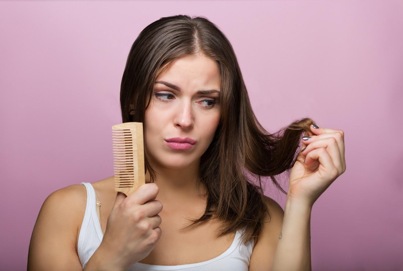 Други индикатори за дефицит на колаген е лошо състояние и бързата и интензивна загуба на коса.