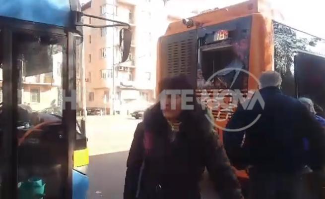 Автобус и тролей катастрофираха на Орлов мост в София