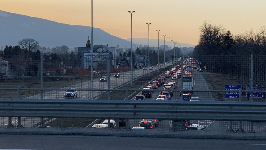 Огромно задръстване на Цариградско шосе