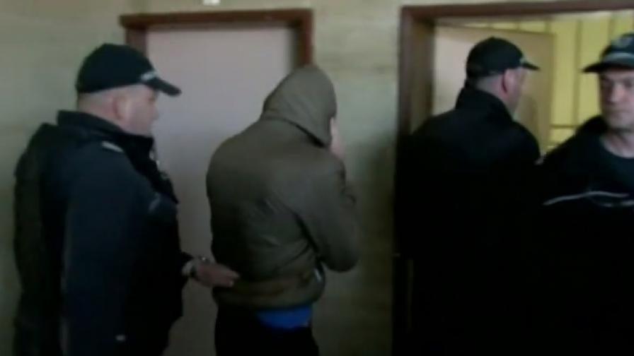 Момчето, обвинено за убийството в Кюстендил, остава в ареста