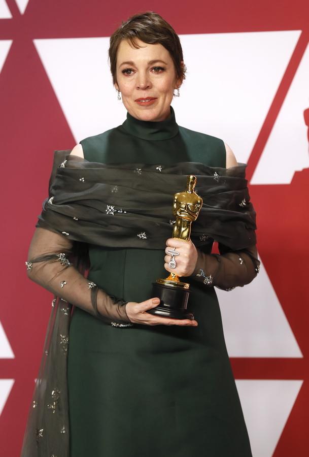 """Оливия Колман взе """"Оскар"""" за главна женска роля за ролята ѝ на кралица Анна във Фаворитката."""