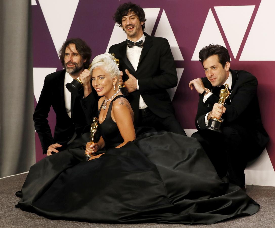 """За най-оригинална песен """"Shallow"""" за """"Роди се звезда"""" Лейди Гага, Марк Ронсън, Антъни Росамондо и Андрю Уайът"""