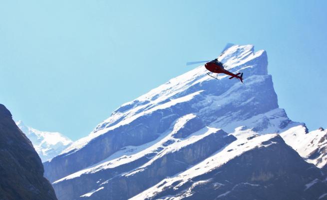 Хеликоптер се разби в Непал, загина министър