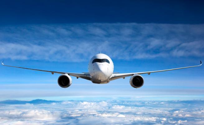 Самолет едва не отнесе туристи на гръцкия остров Скиатос