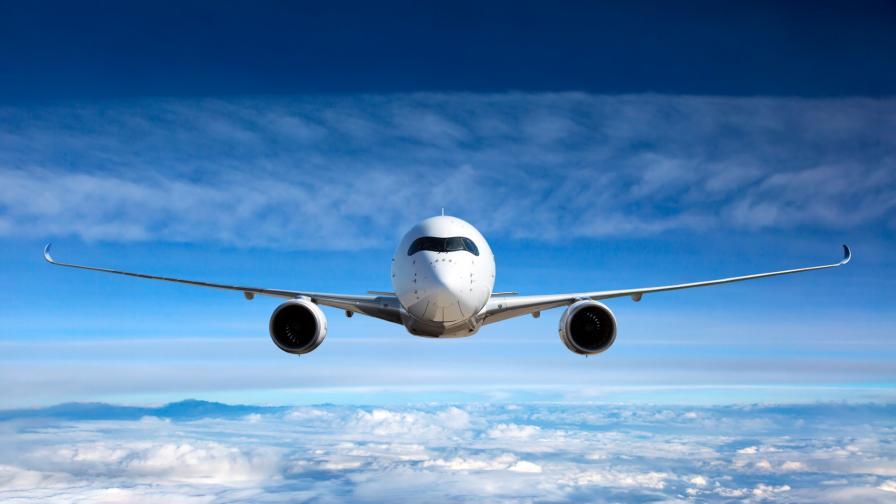 <p>Самолет едва не отнесе туристи на гръцки&nbsp;остров (видео)</p>