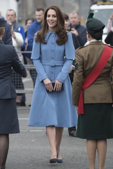 <p><strong>Козирог:</strong></p>  <p>Те са грациозни, имат стил и класа и могат да накарат и дреха за 1 лев да им стои като облекло от водещ моден бранд. Умеят да предразполагат, но никога не се разкриват напълно. Все пак и самата Кейт е зодия Козирог!</p>