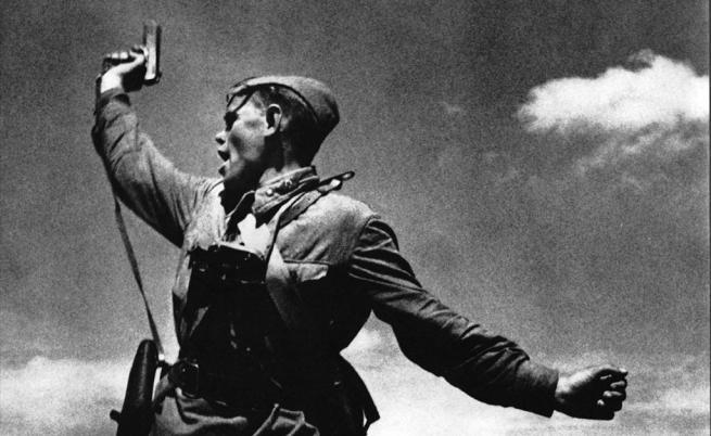 Минути след заснемането на снимката този войник е убит