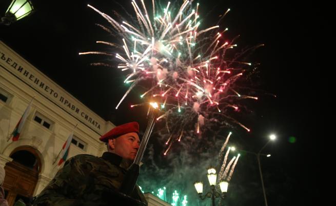 Радев: Преди 141 години България възкръсна. Вижте тържествената заря-проверка