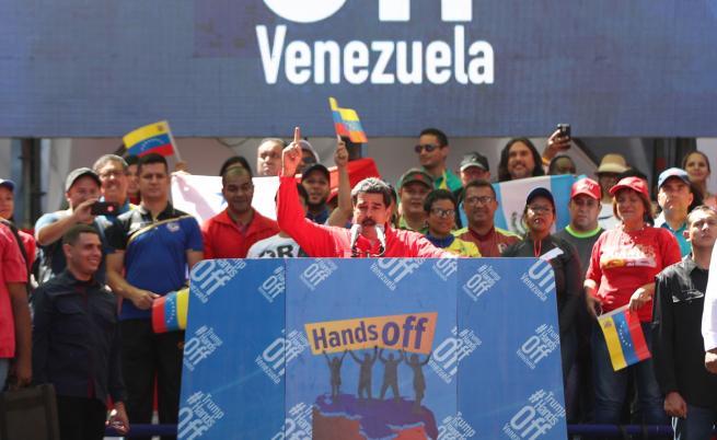 Гуайдо иска да притисне Мадуро, той: Ще ви разгромя