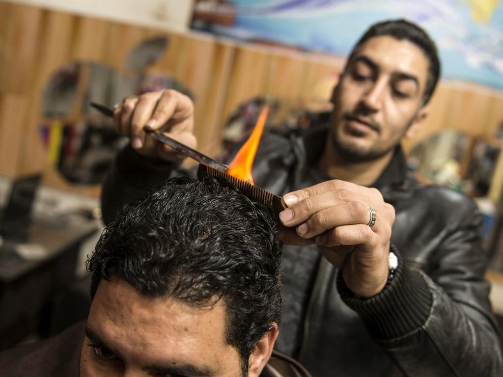 32-годишният Рамадан казва, че работи като бръснар 17 години.