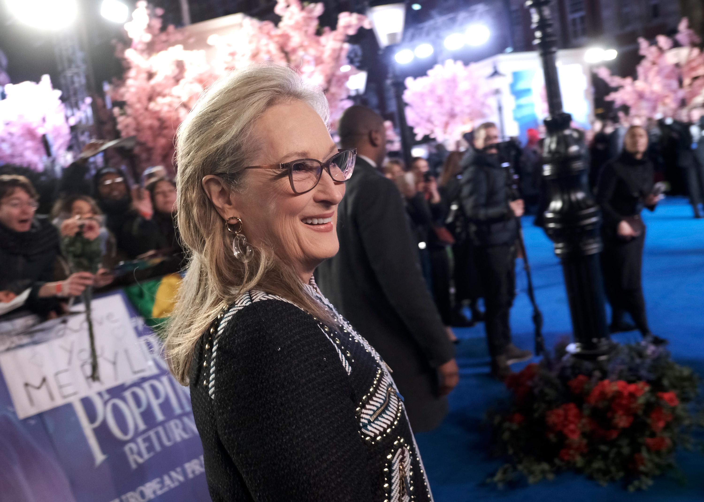 """Мерил Стрийп - не един път наричана една от най-великите актриси на нашето време.С 19 номинации за 35 години Стрийп държи рекорда за човек с най-много номинации за """"Оскар"""" (независимо мъж или жена) в историята на киното. Има също 26 номинации за """"Златен глобус"""" за периода след 1979 г., от които печели 8. За тази награда също има повече номинации от всеки друг актьор."""