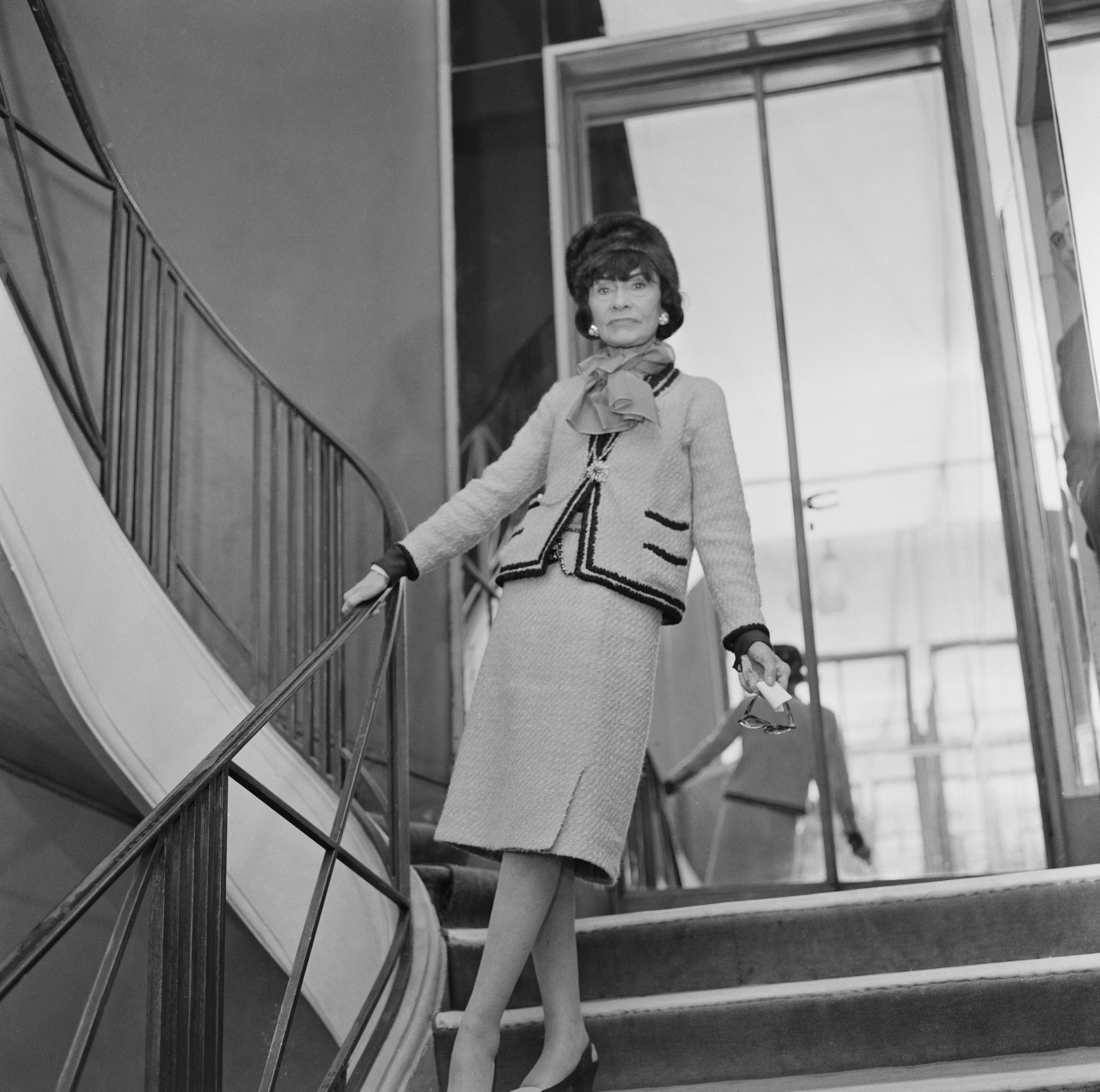 """Коко Шанел: """"Елегантност е, когато вътрешността е толкова красива, колкото външността""""."""