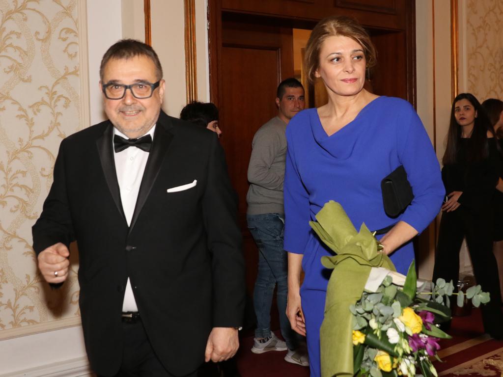 Съпругата на президента бе посрещната лично от проф. Любомир Стойков, организатор на събитието