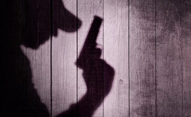 Мъж простреля бившата си жена
