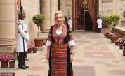 Защо българска посланичка встъпи в длъжност с народна носия