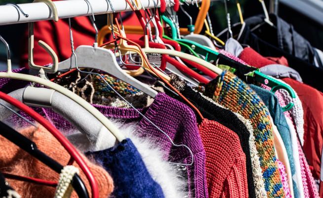 Евтини трикове, с които дрехите ни ще са като нови