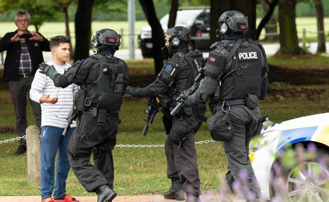 Над 40 загинали при стрелбата в две джамии в Нова Зеландия