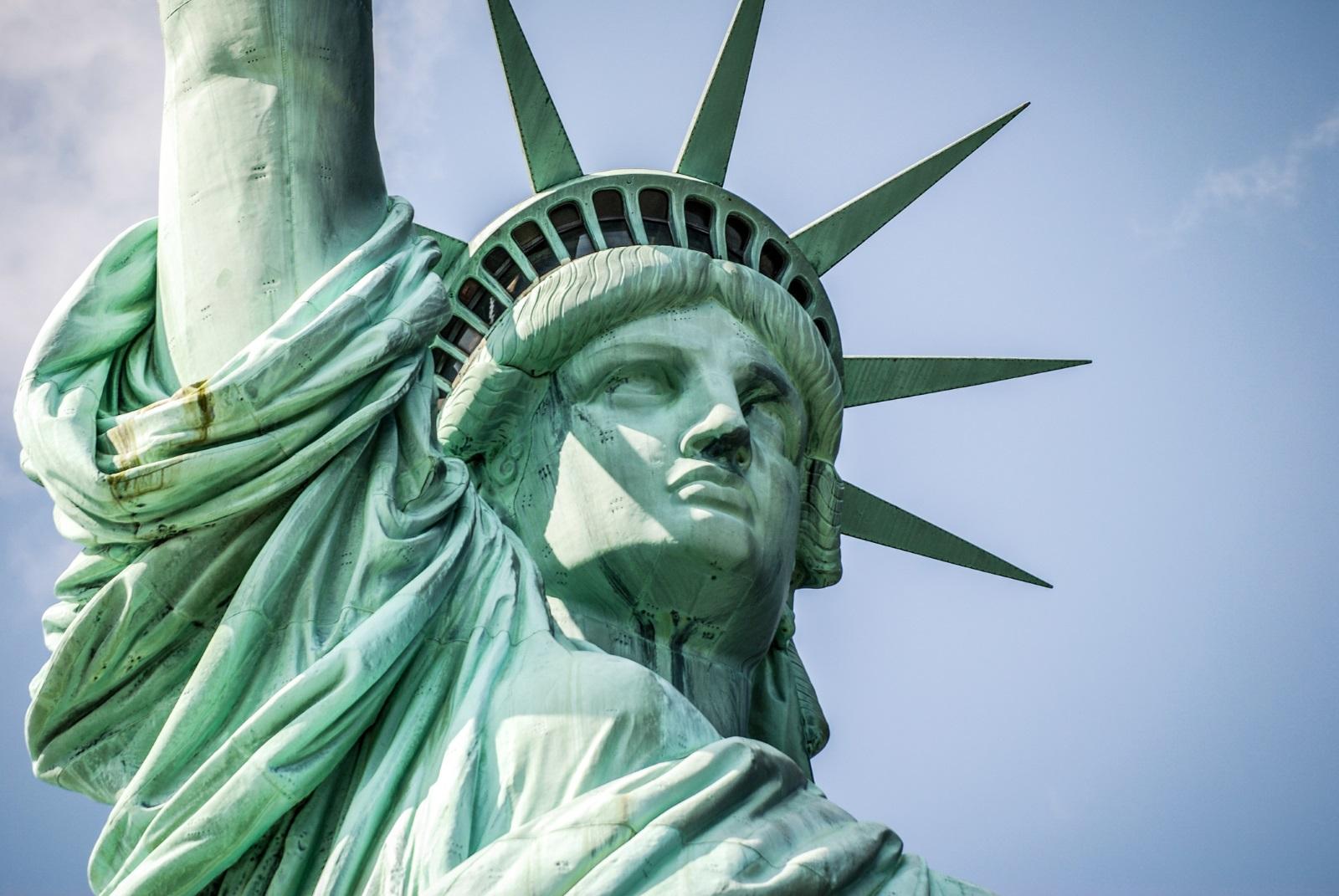 Към днешната дата, факелът е поправен, но само служители на Службата на националните паркове на САЩ могат да достигнат до тази част на статуята.<br />
