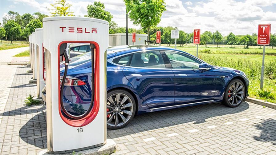 Не Tesla, а Китай бърка в джоба на петролните гиганти