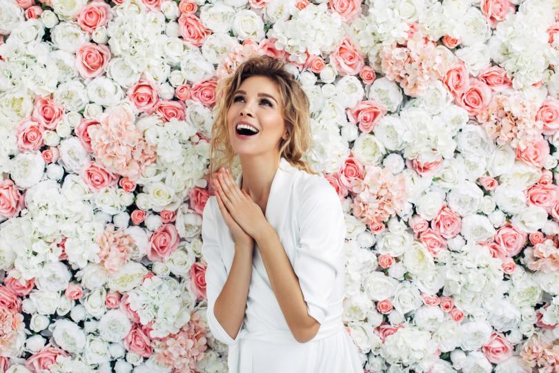 <p>Дева - Пролетната магия ще ви хване в примката си още в началото на месеца и преди да се осъзнаете ще полетите на крилете на любовта с нов човек до вас, който ще ви кара да се чувствате на седмото небе. Онези от вас със стабилни връзки може да очакват те да станат още по-сериозни и красиви.</p>