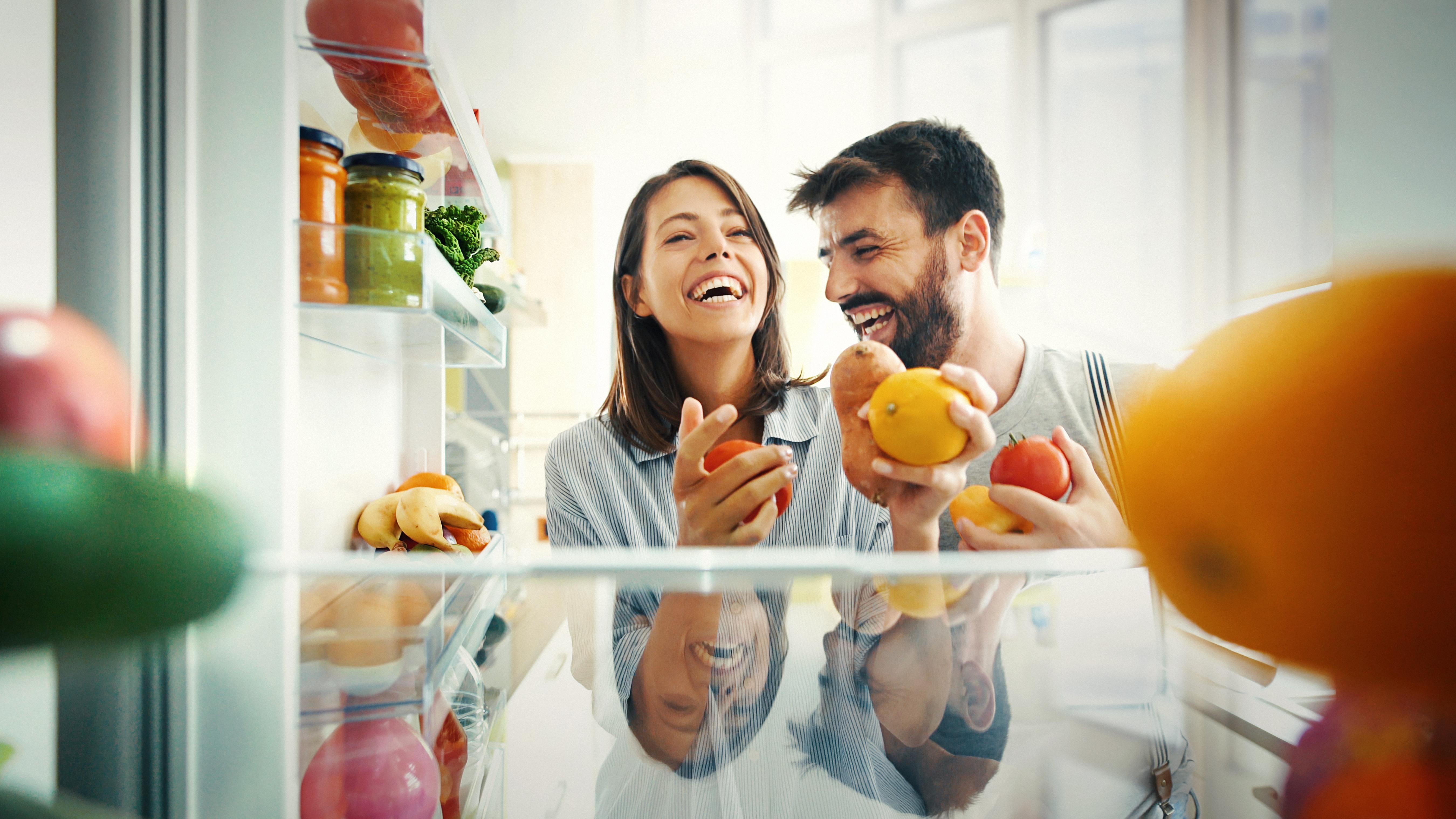 Не дръжте развалени продукти в хладилника.<br /> Следете редовно сроковете на годност на различните продукти. Понякога се случва някой изоставен морков да престои в дъното на хладилника докато изцяло загуби първоначалния си вид. А това значи много, много бактерии.