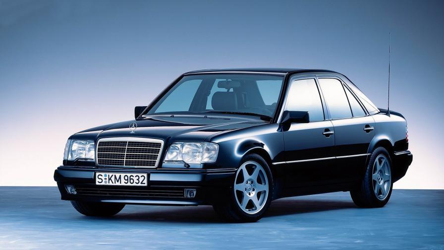 <p>Поръчан от Mercedes, произведен от Porsche</p>