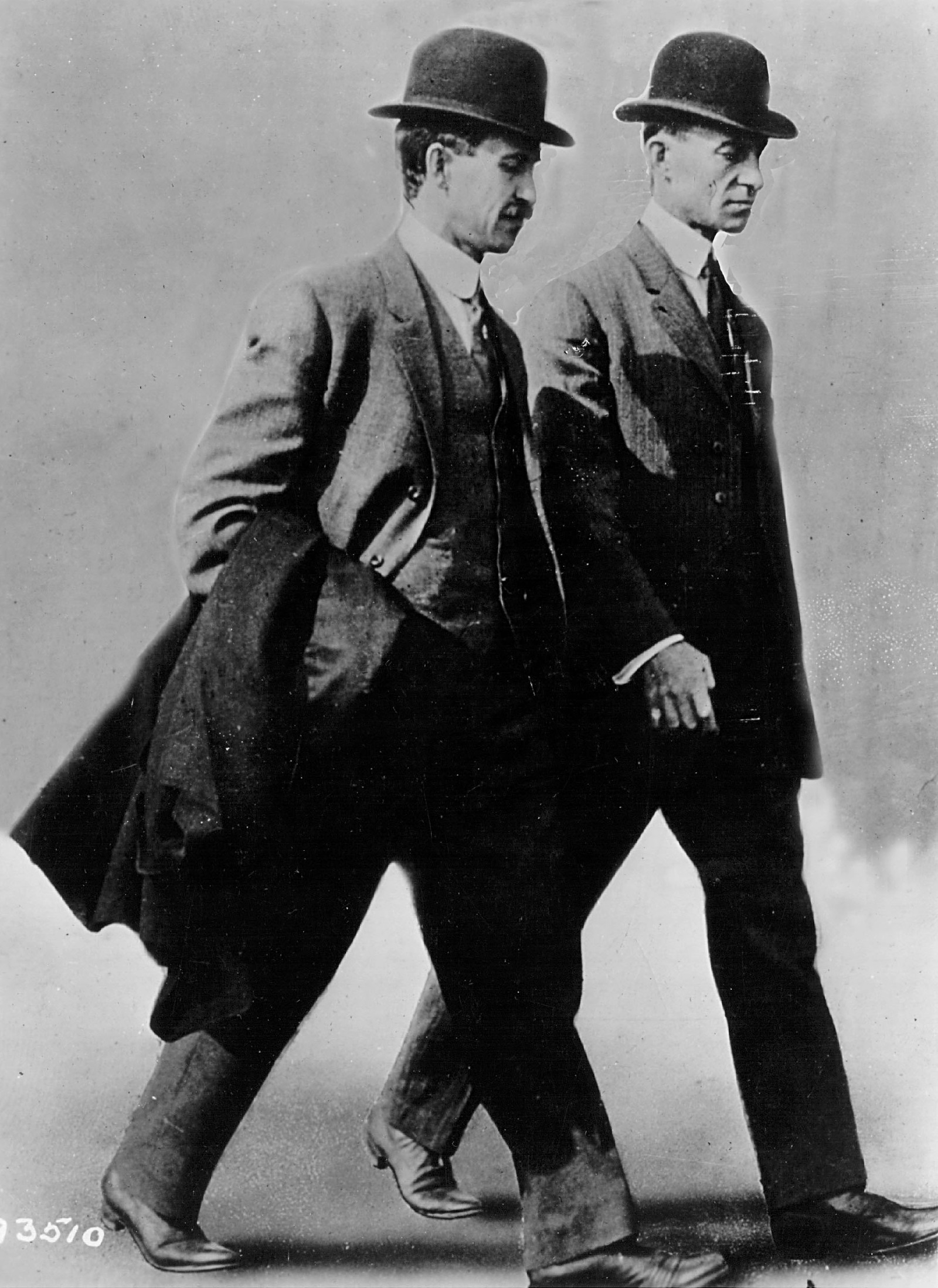 Братята Райт са причината днес да можем летим със самолети. Идеята им идва разбира се, когато са били деца.