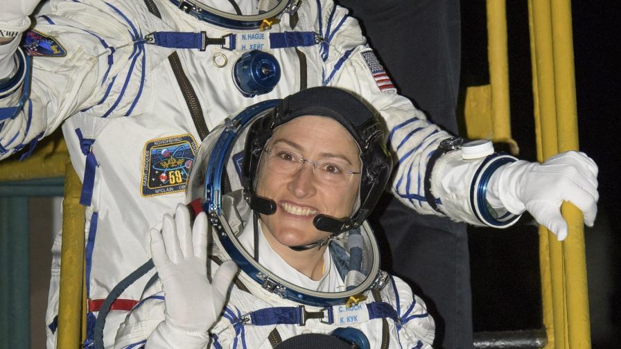 "<p>Скафандрите на НАСА <span style=""color:#ffbc00;""><strong>провалиха първата женска разходка в космоса&nbsp;&nbsp;</strong></span></p>"