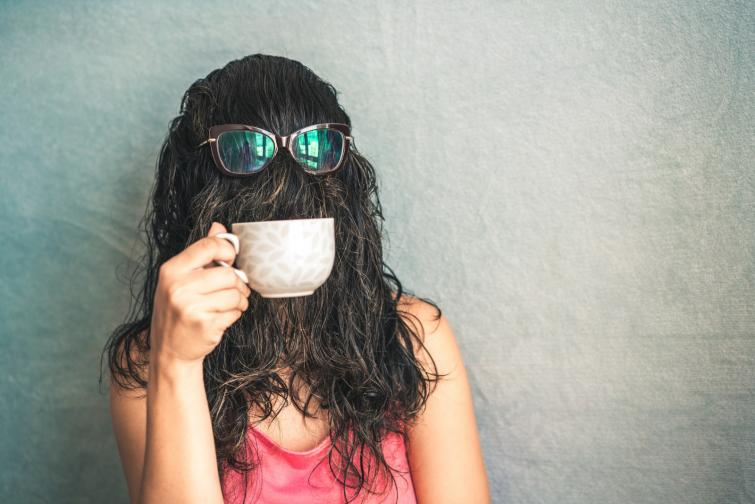 кафе разкрасяване с кафе скраб маска