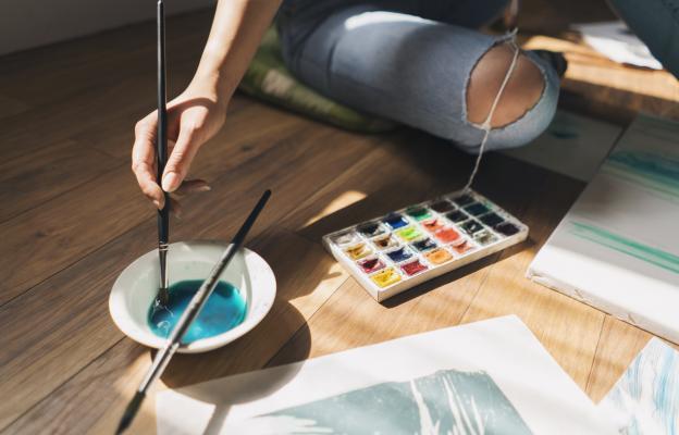 Потапяне в творческа дейност – писане, рисуване, декупаж