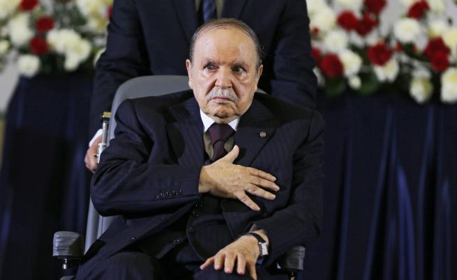 След 20 години начело на Алжир, Бутефлика подаде оставка