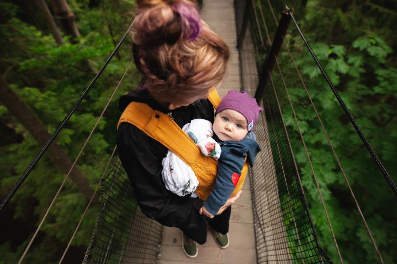 <p><strong>№1 Бащата пълнее заедно с майката</strong></p>  <p>Народното поверие гласи, че ако бащата трупа килограми заедно с майката по време на бременността, те ще имат момиченце.</p>