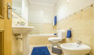 <p>Почисти банята си само за 20 минути. <strong>Ето как:</strong></p>