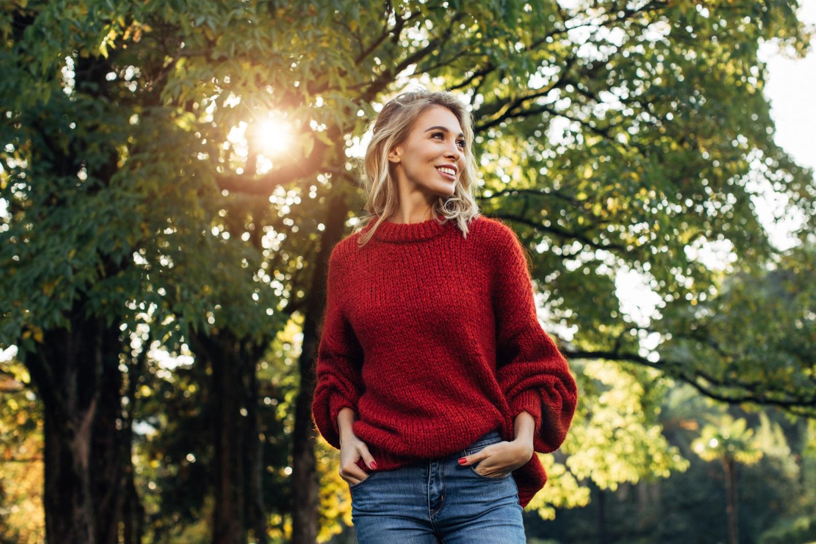 Много хора си мислят, че когато са уморени, физическата активност може само да доизцеди силите им, но истината е, че колкото повече се движим, толкова повече повишаваме тонуса си! Ето защо препоръчваме много разходки на слънце, за да хванем един приятен здравословен тен и да се запасим с енергия.