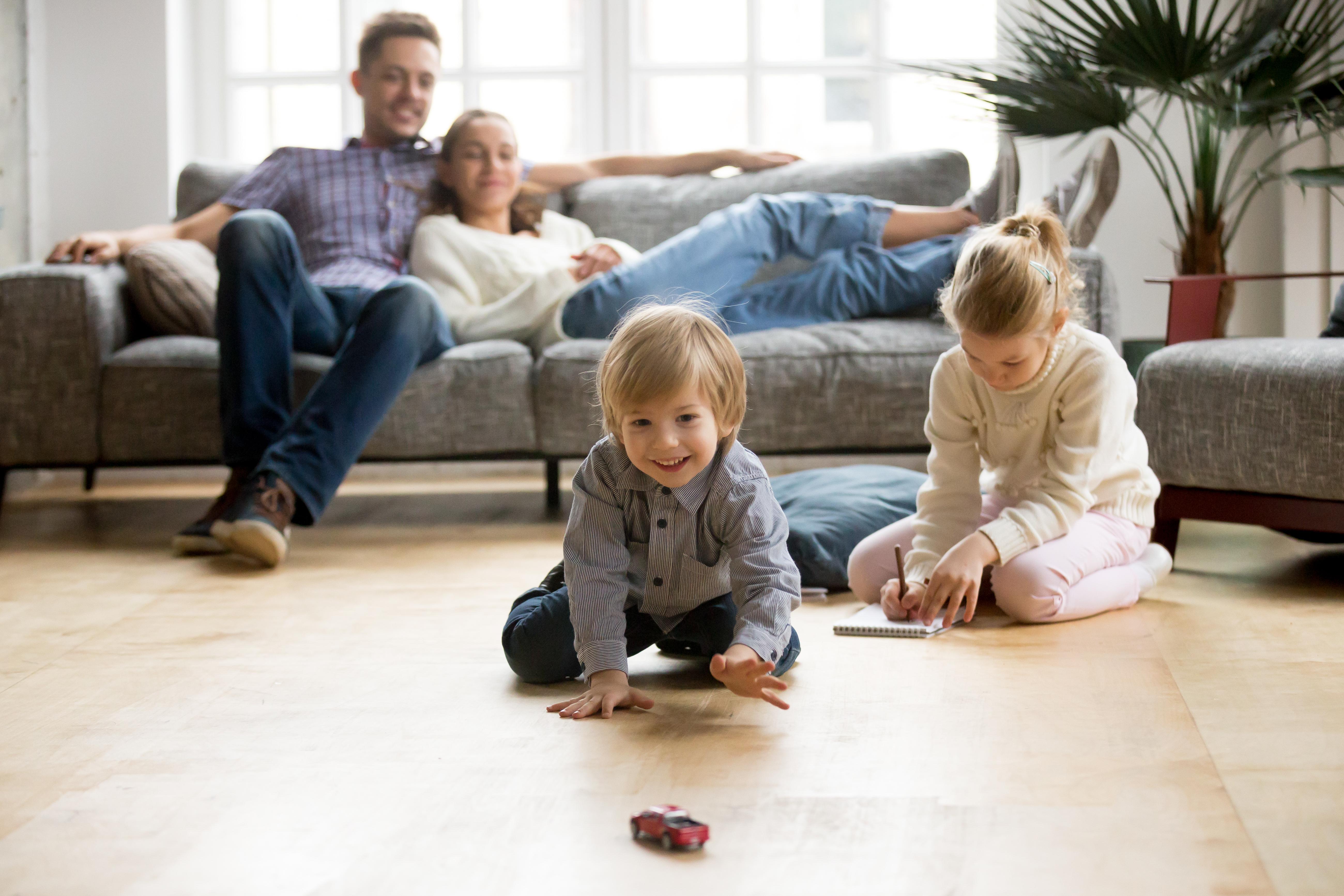 Чудесна възможност да прекарате повече време със семейството си. Да, ние чистим за най-близките си, не само за нас, но понякога не осъзнаваме, че се потапяме изцяло в тази активност и не усещаме как е минал почивния ни ден.