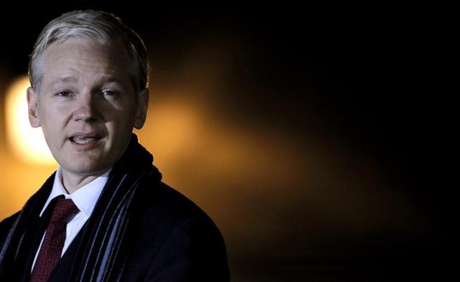 Арестуваха основателя на Уикилийкс Джулиан Асандж