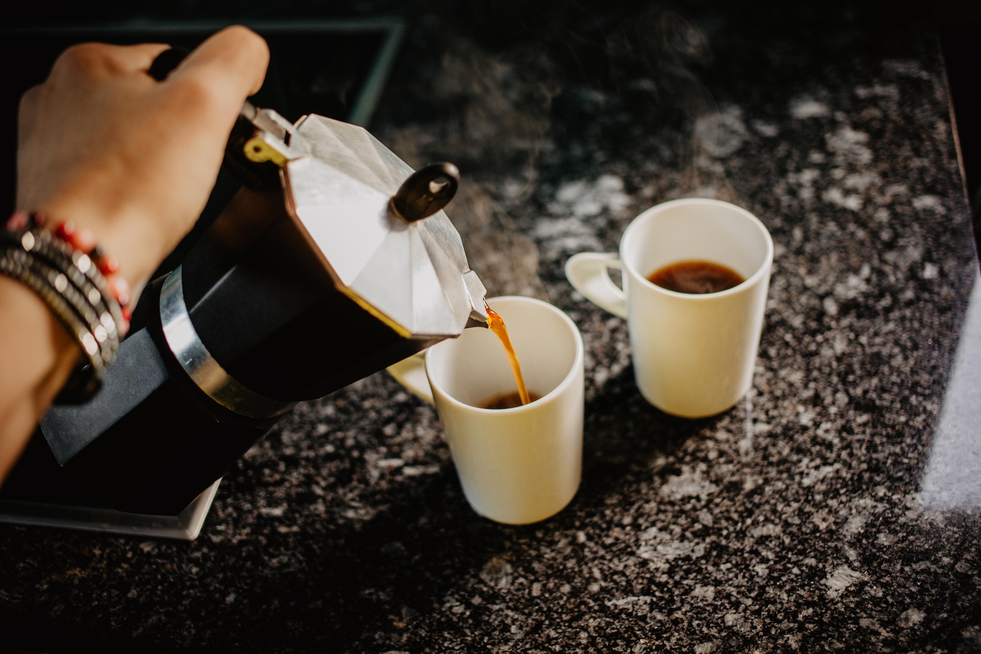<p><strong>Не пиете кафе</strong></p>  <p>Времето, в което се смяташе, че кафето е вредно, отдавна отмина. Всъщност пиенето на кафе е едно от най-хубавите неща, които можете да направите за здравето си. Черната напитка е пълна с антиоксиданти, които предпазват сърцето и черния ви дроб, предпазват от диабет и рак.</p>