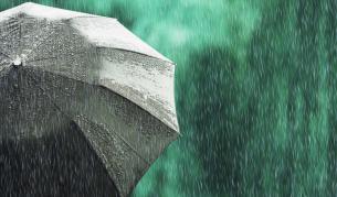 Понижение на градусите, дъжд и облаци, ще гърми