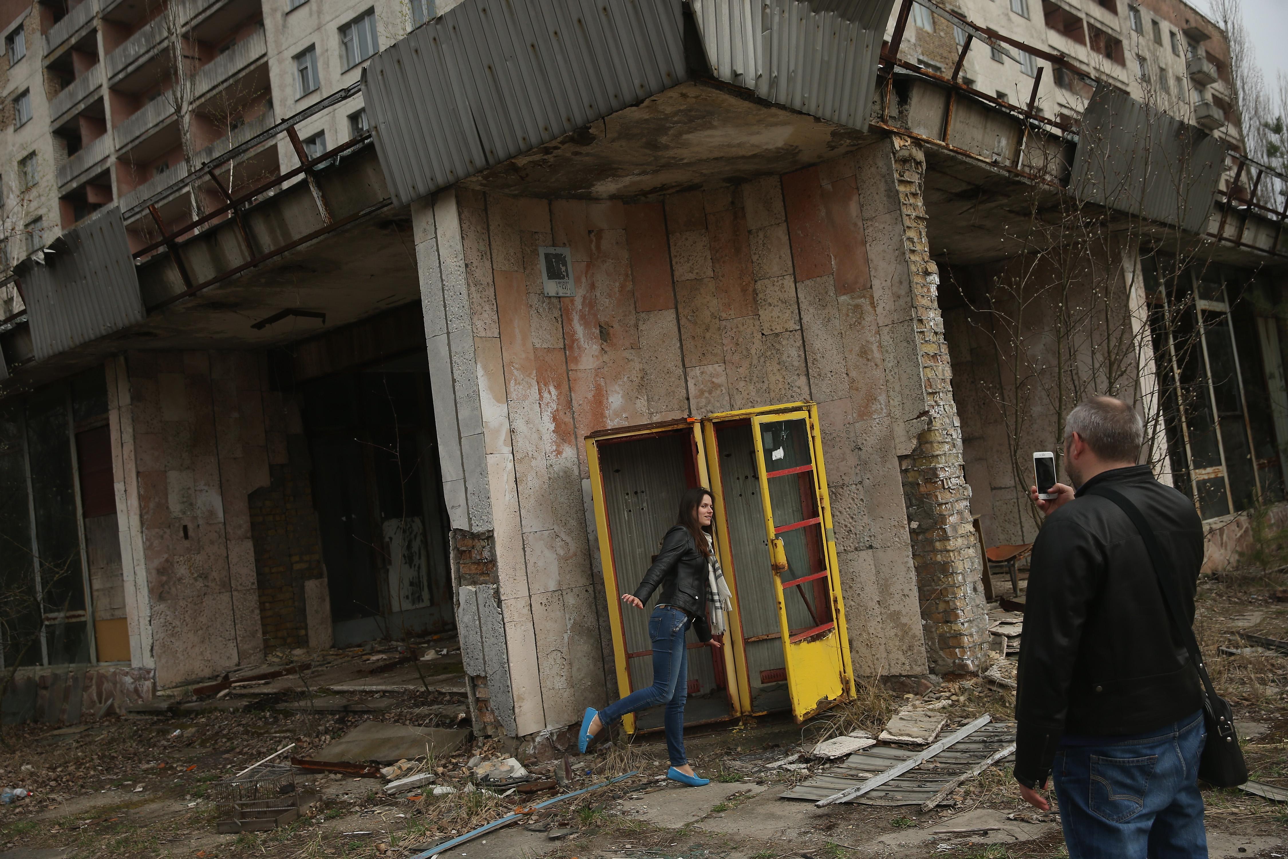 Някогашното място на едно от най-големите бедствия в света все повече се превръща в популярна туристическа дестинация. Миналата година около 70 000 туристи са посетили изоставения район в Украйна. Но с много туристи идва и проблемът с много боклуци, оставен от тях