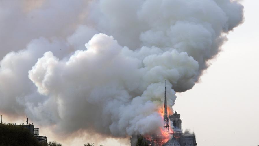 """YouTube сравни пожара в """"Нотр Дам"""" с 11-ти септември"""