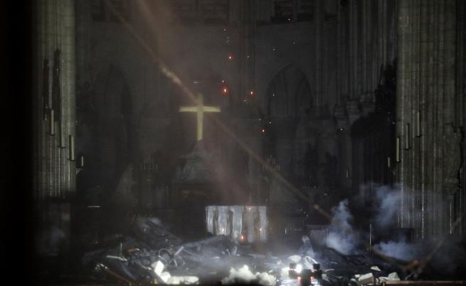 Пожар разруши катедралата